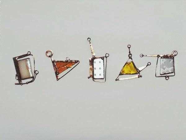 title/accessory