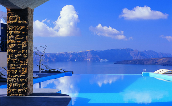 Luxury life design most beautiful pools around the world for Hotels in santorini with infinity pools