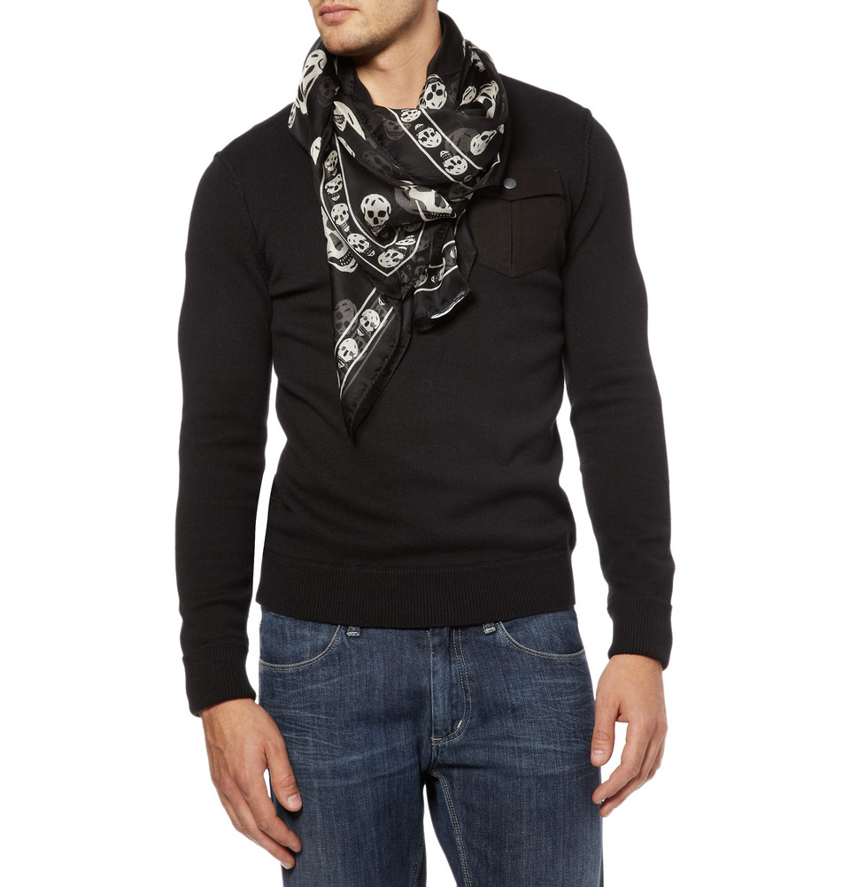 Product Features Wrap-around fleece scarf with tonal stitching and logo embroidered at one end.