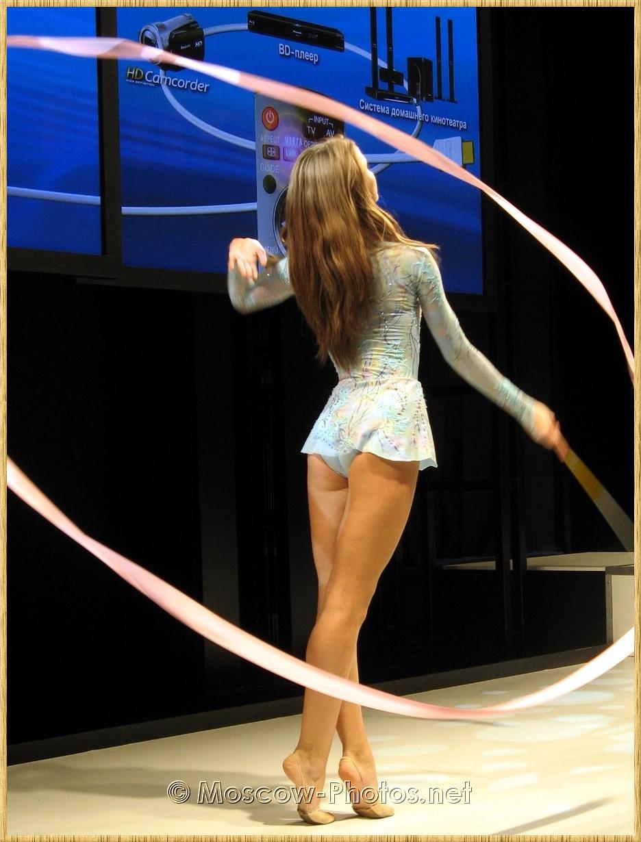 Beautiful dancer at Photoforum - 2008