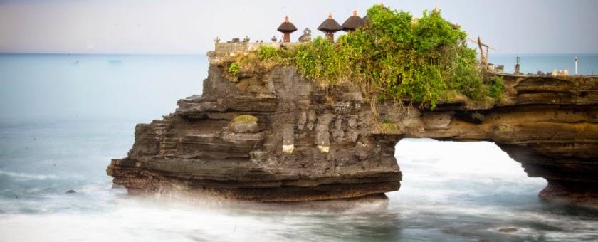 Tempat Wisata Pilihan Pura Batu Bolong Lombok