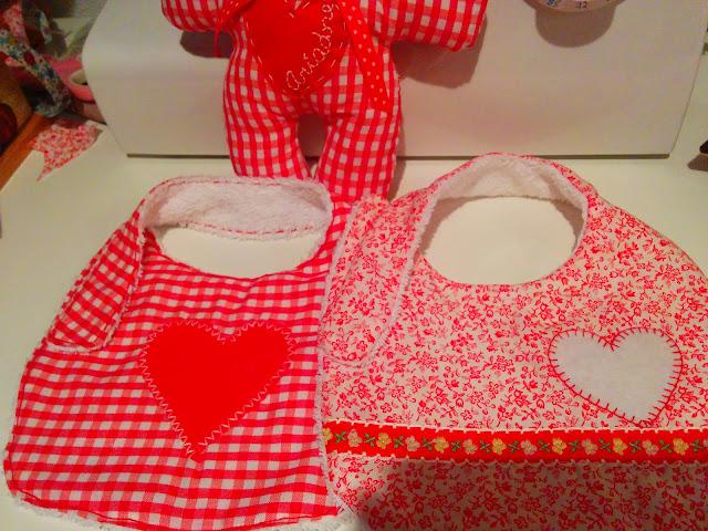 Baberos artesanales personalizados y reversibles