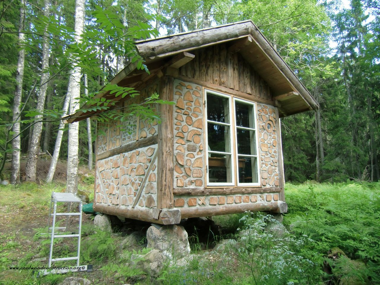 Thirteen tiny dream log cabins and a for Small cabin construction