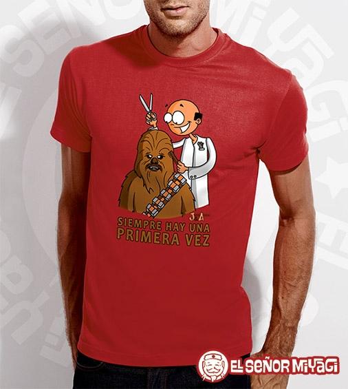 http://www.miyagi.es/camisetas-jandro-y-acevedo/Camiseta-Jandro-y-Acevedo-Chewbacca-roja