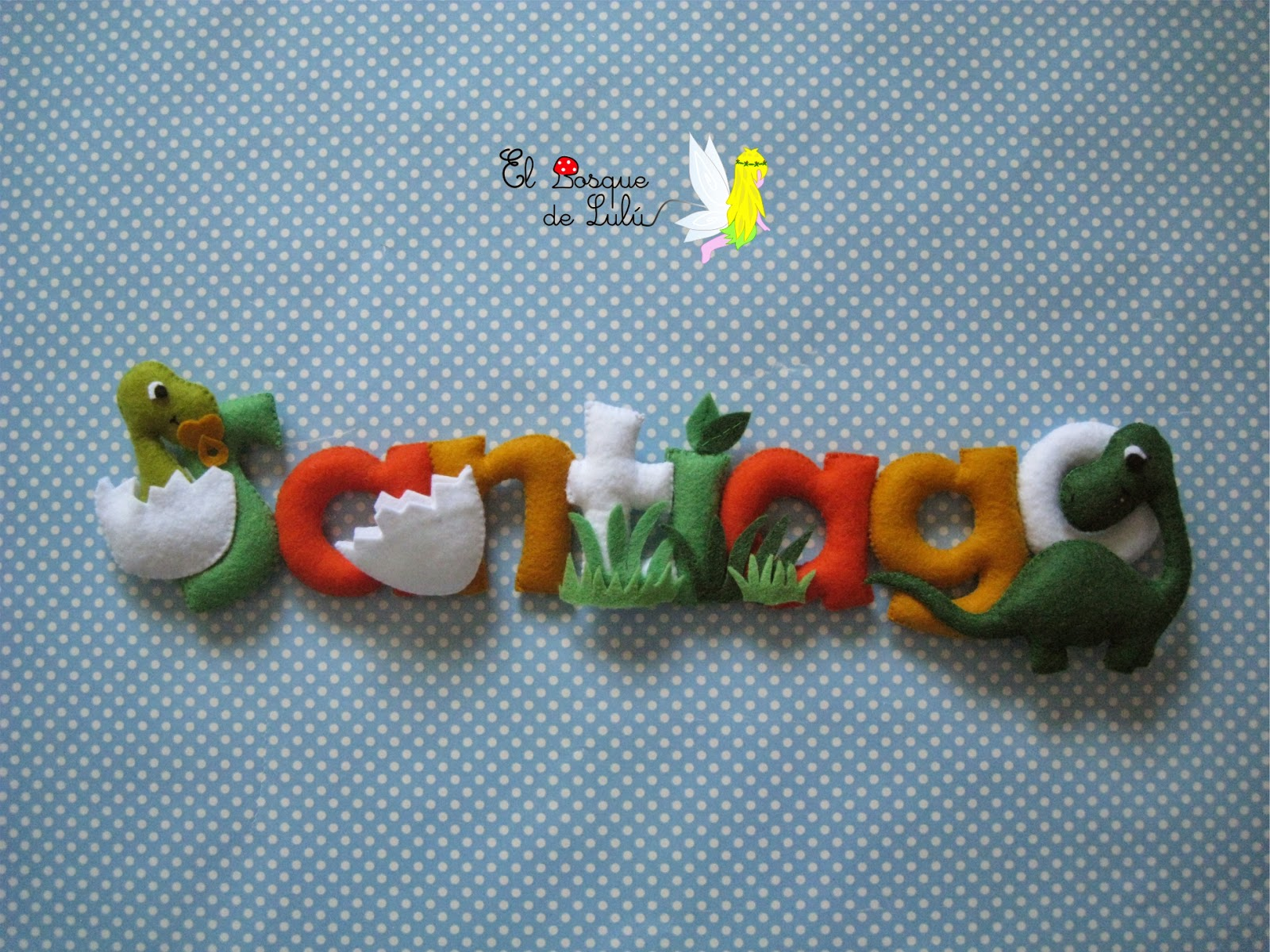 nombre-fieltro-letrero-dinosaurios-regalo-nacimiento-personalizado-Santiago-decoración