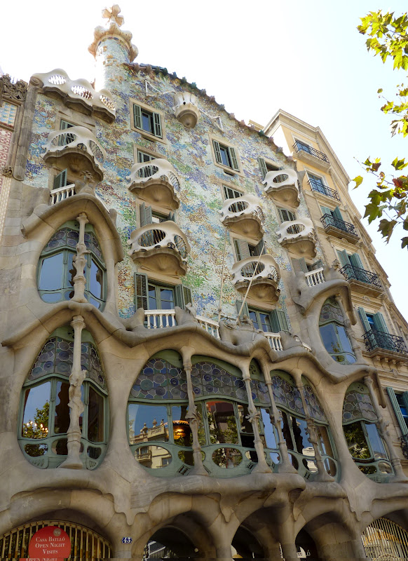 A Rainbow Mirage On Passeig De Gracia, Not A Single Straight Line Or Angle:  Wavy Walls And Rooftop, Curved Balconies Looking Like The Sea Shells Or The  ...