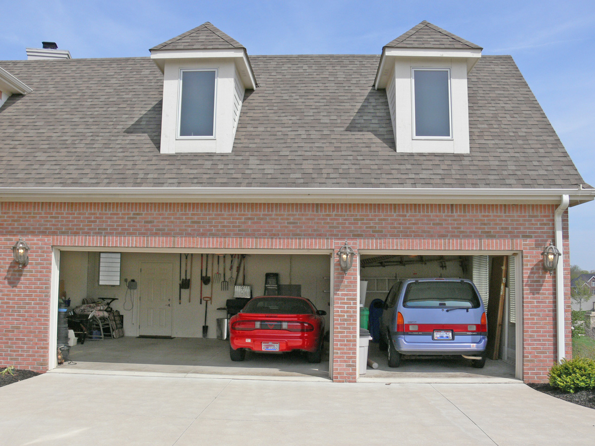 Door  Car Garage With Apartment