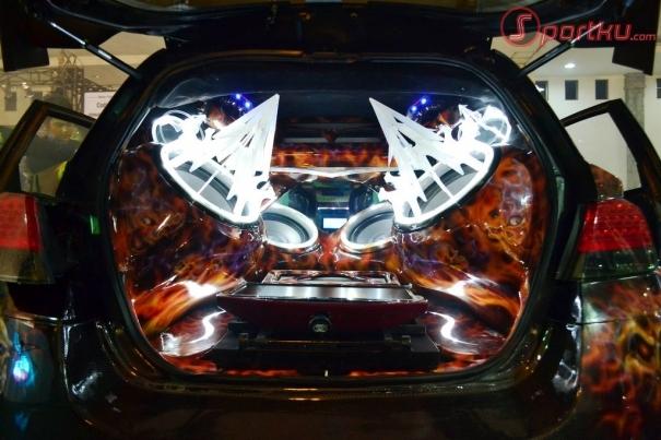 Berikut ini beberapa modifikasi Mobil Honda Jazz yang tampak unik dan