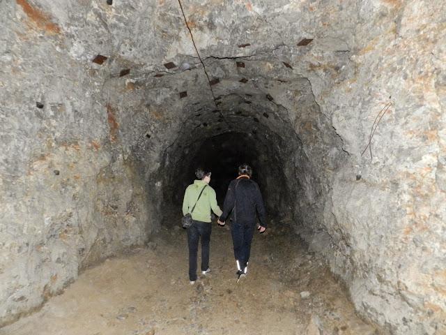 Проход высеченный в скале