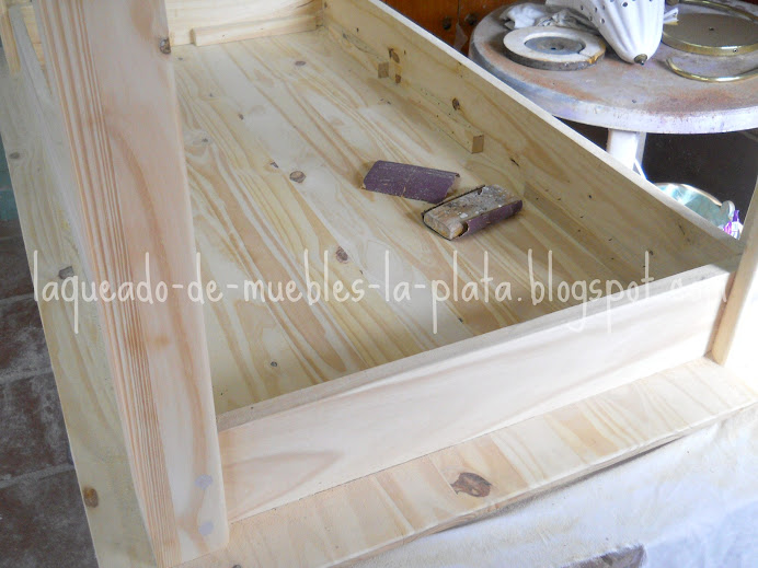 Mesa de pino teñido y laqueado | Muebles de madera: Restauración ...