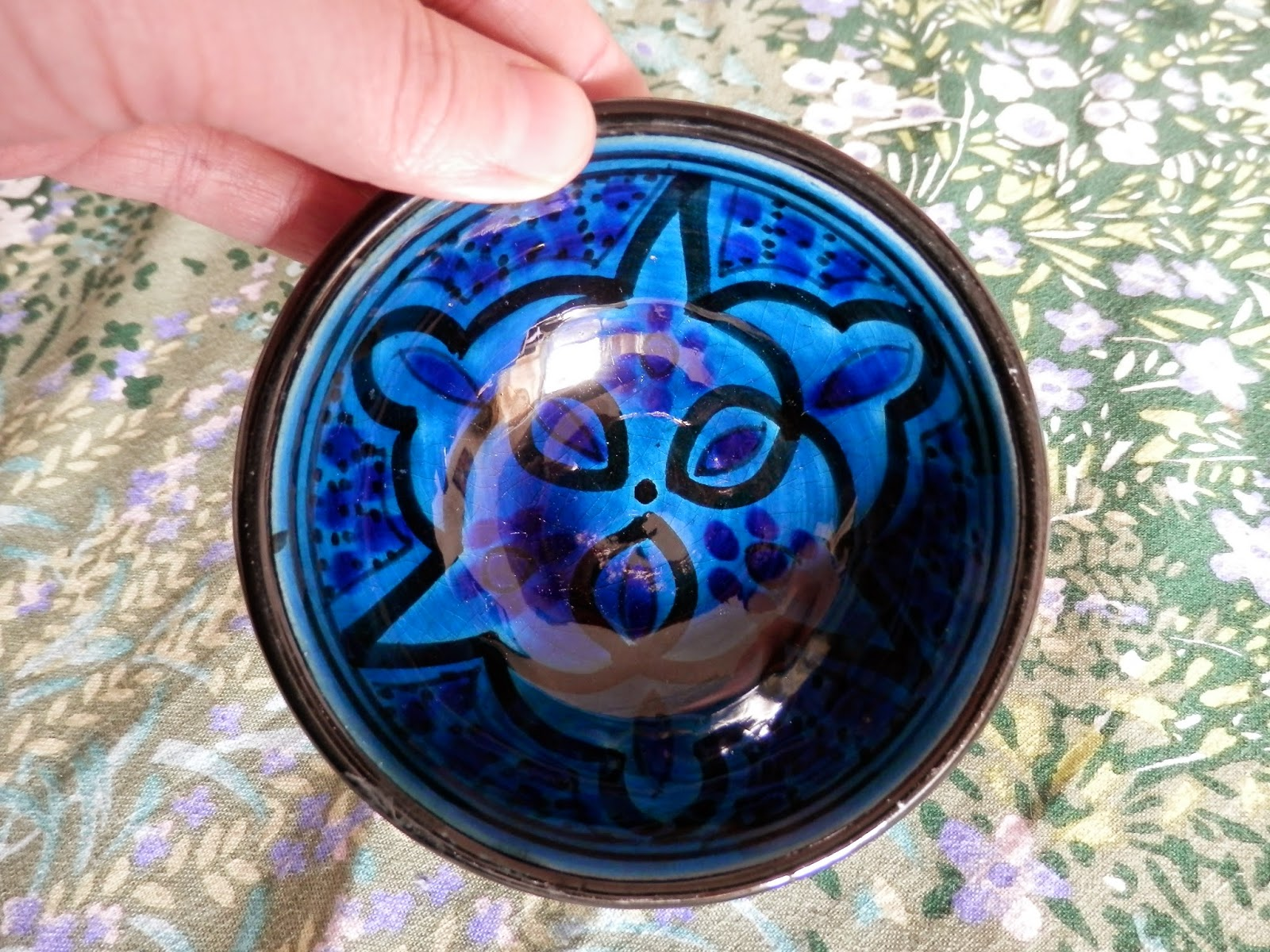 Charity Shop Treasure.  Moroccan Bowl and Creramic Hooks. secondhandsusie.blogspot.co.uk