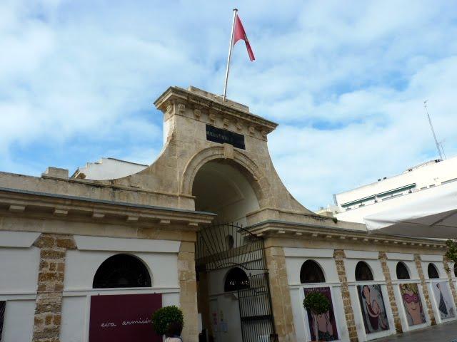Entrada principal mercado de abastos Cádiz