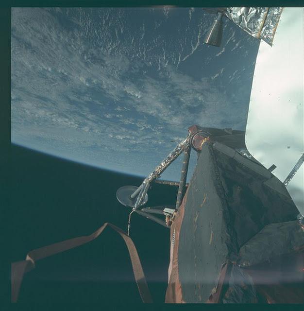 Foto Pendaratan di Bulan dari NASA