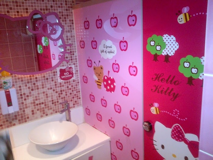 Celebrity Homes Amazing Kids Bathroom Wall Decor Ideas