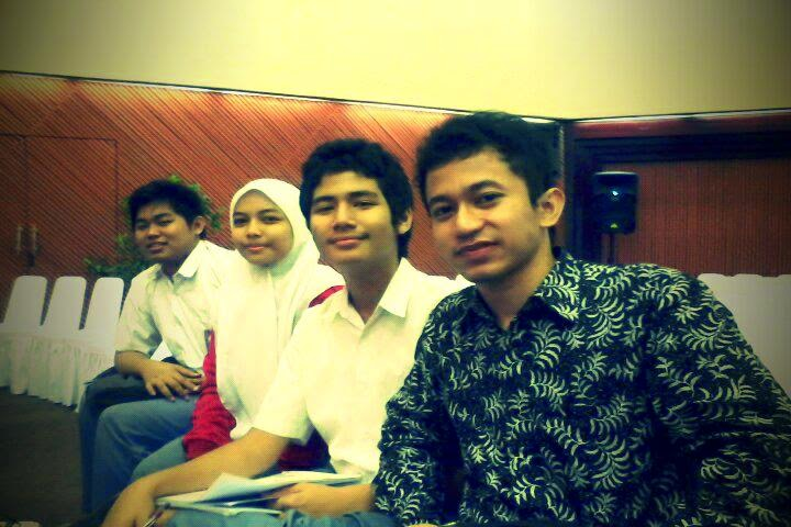 Tim ERP 2012, SMAN 3 Jkt: Salman, Fitriya, Ilham.
