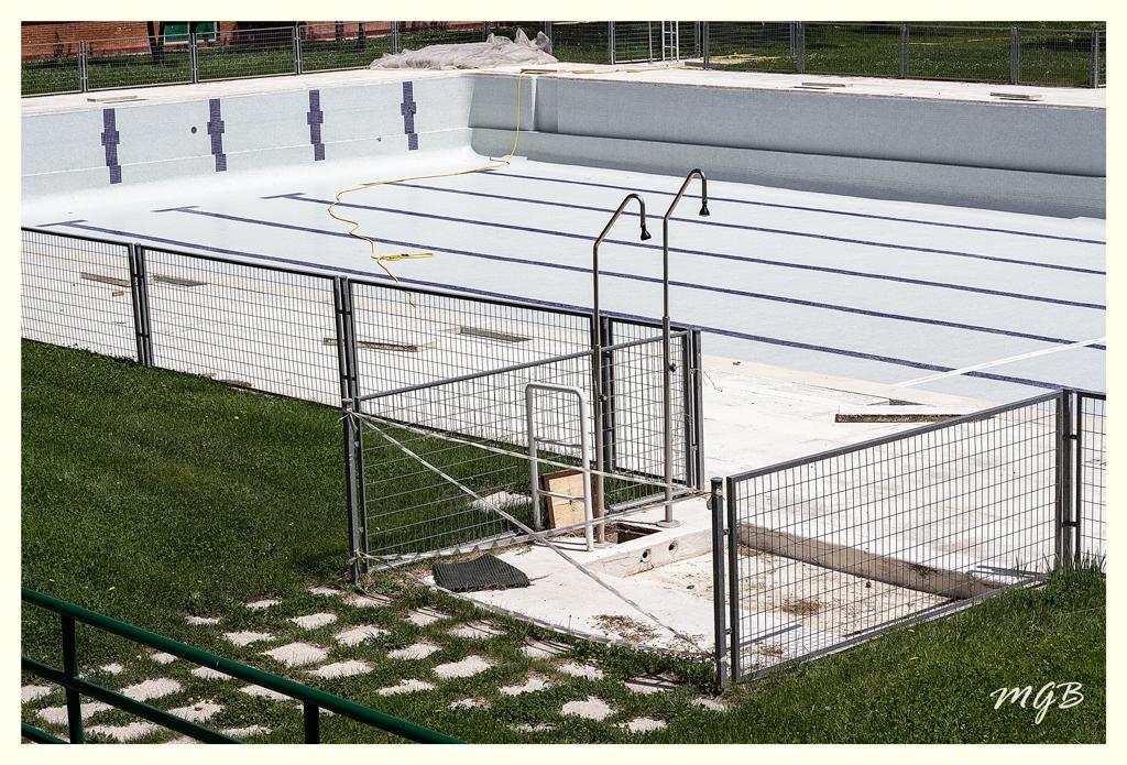 Miguel guinea tirarse a la piscina for Tirarse a la piscina