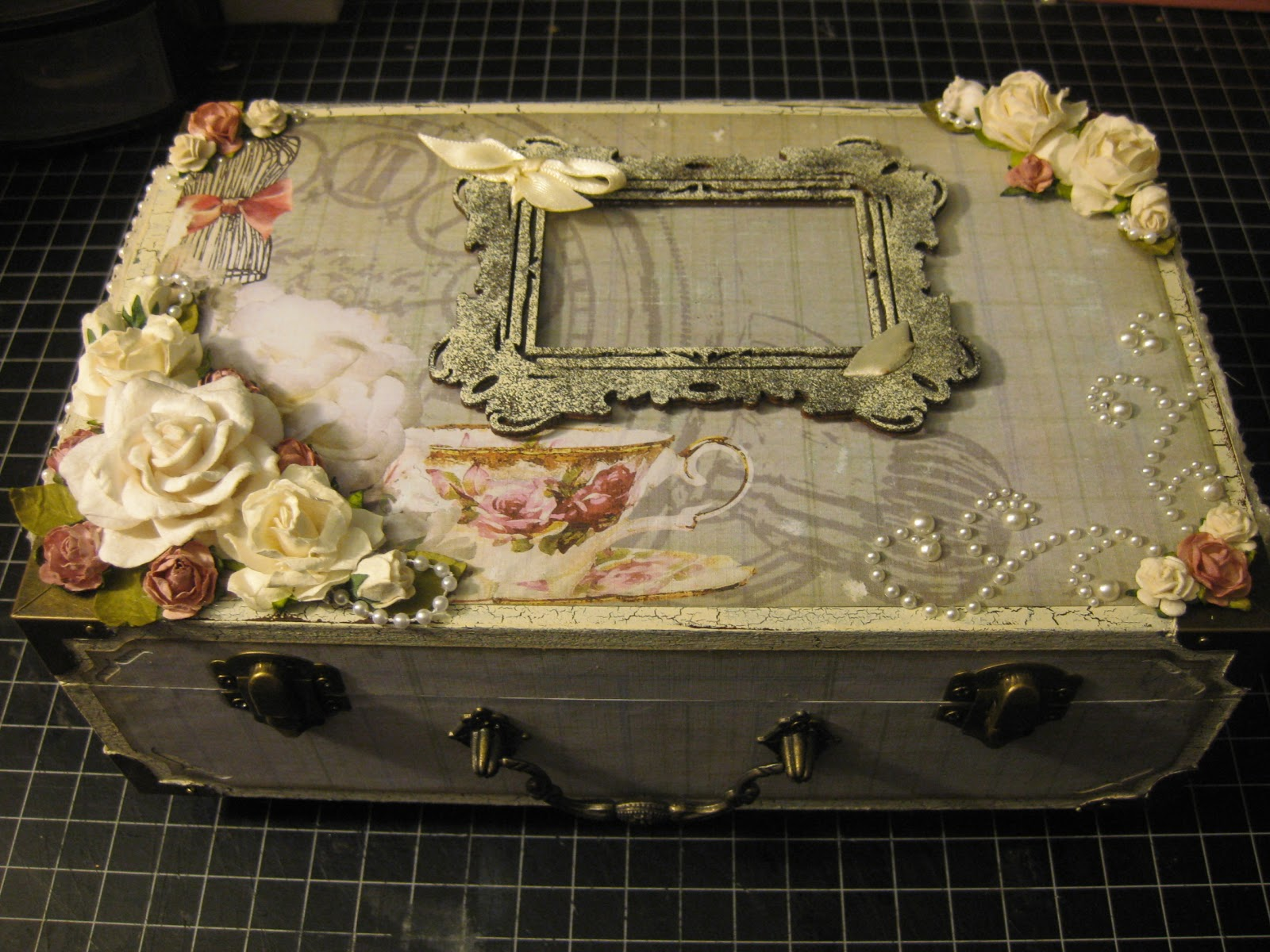simply shimmery scraps altered shabby chic box. Black Bedroom Furniture Sets. Home Design Ideas