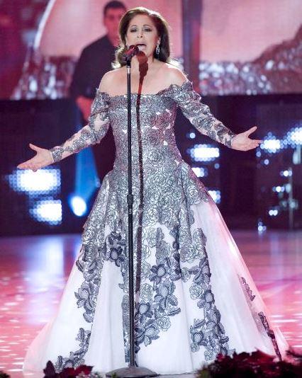 Isabel Pantoja cantando