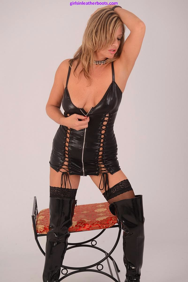 Sexy Black Leather Corset and Boots for this hot blonde