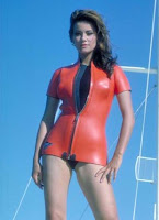 Claudine Auger James bond 007 scene