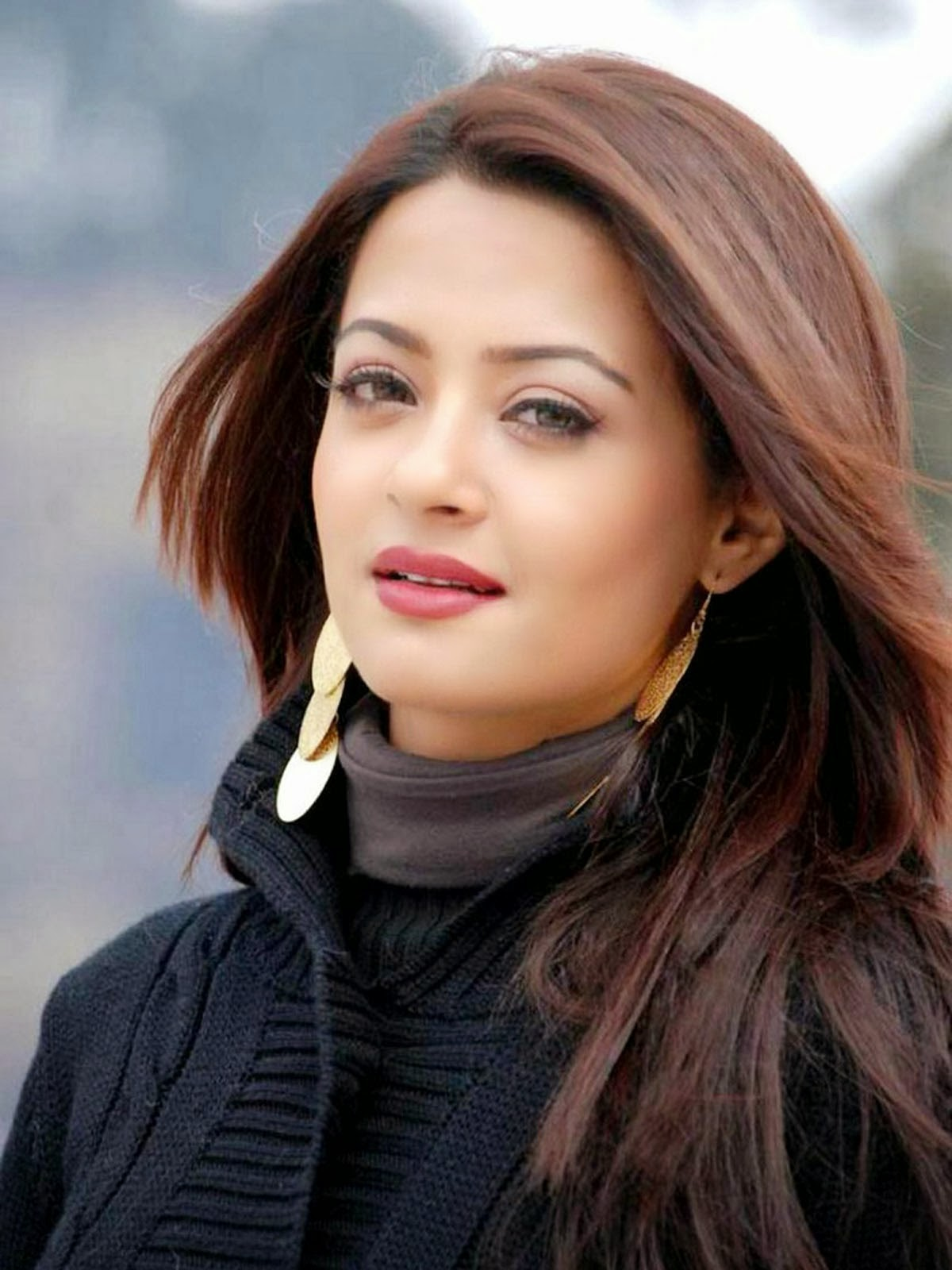 Surveen Chawla HD wallpapers Free Download