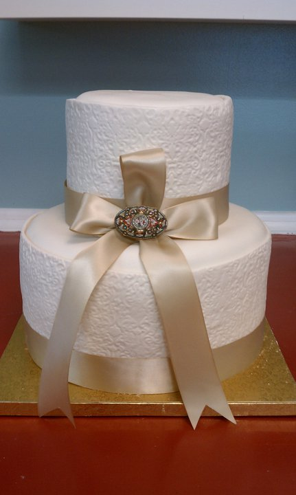 Cake Nation I am in LOVE with this wedding cake It is simple and elegant