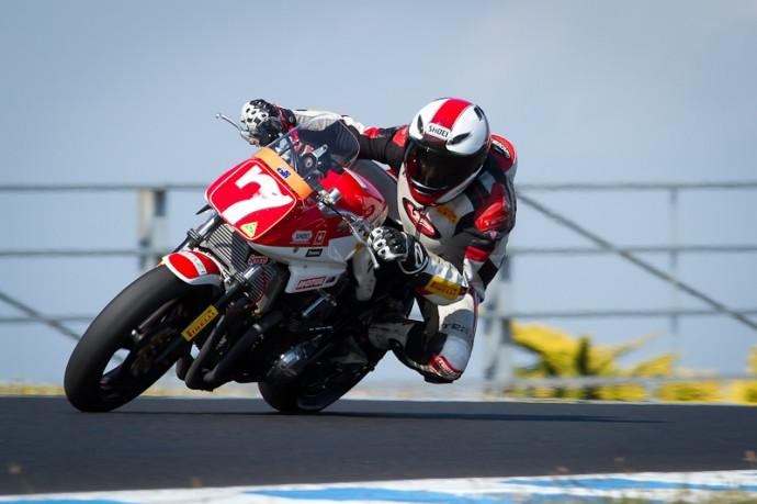 KATANA Suzuki  - Page 3 Suzuki_katana_race-2-690x4591_zps972c93a5