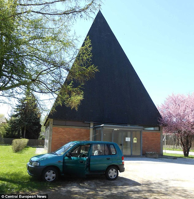 The evangelist Martin-Luther church in Krumpendorf in Styria, in southern Austria has been hit by a plague of flies