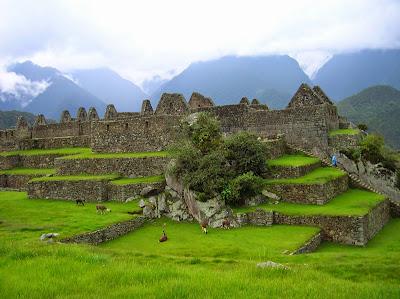 Grupo de las Tres Portadas,  Machu Picchu, Perú, La vuelta al mundo de Asun y Ricardo, round the world, mundoporlibre.com