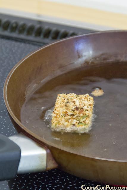 Queso frito con mermelada de arandanos - Receta paso a paso