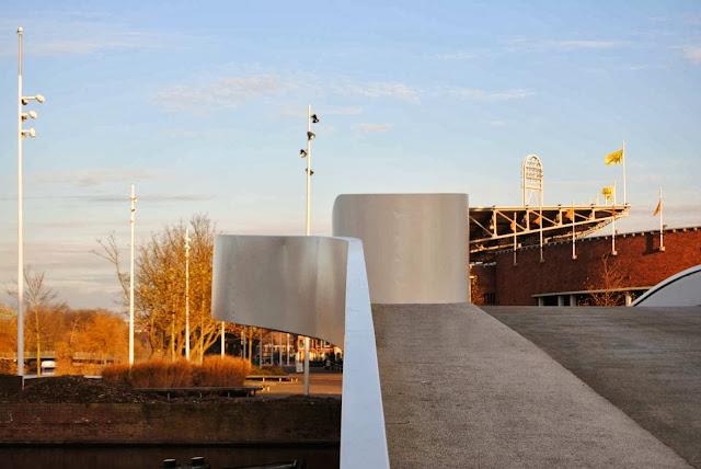 03-Na-Druk-Geluk-Brug-by-René-van-Zuuk-Architects
