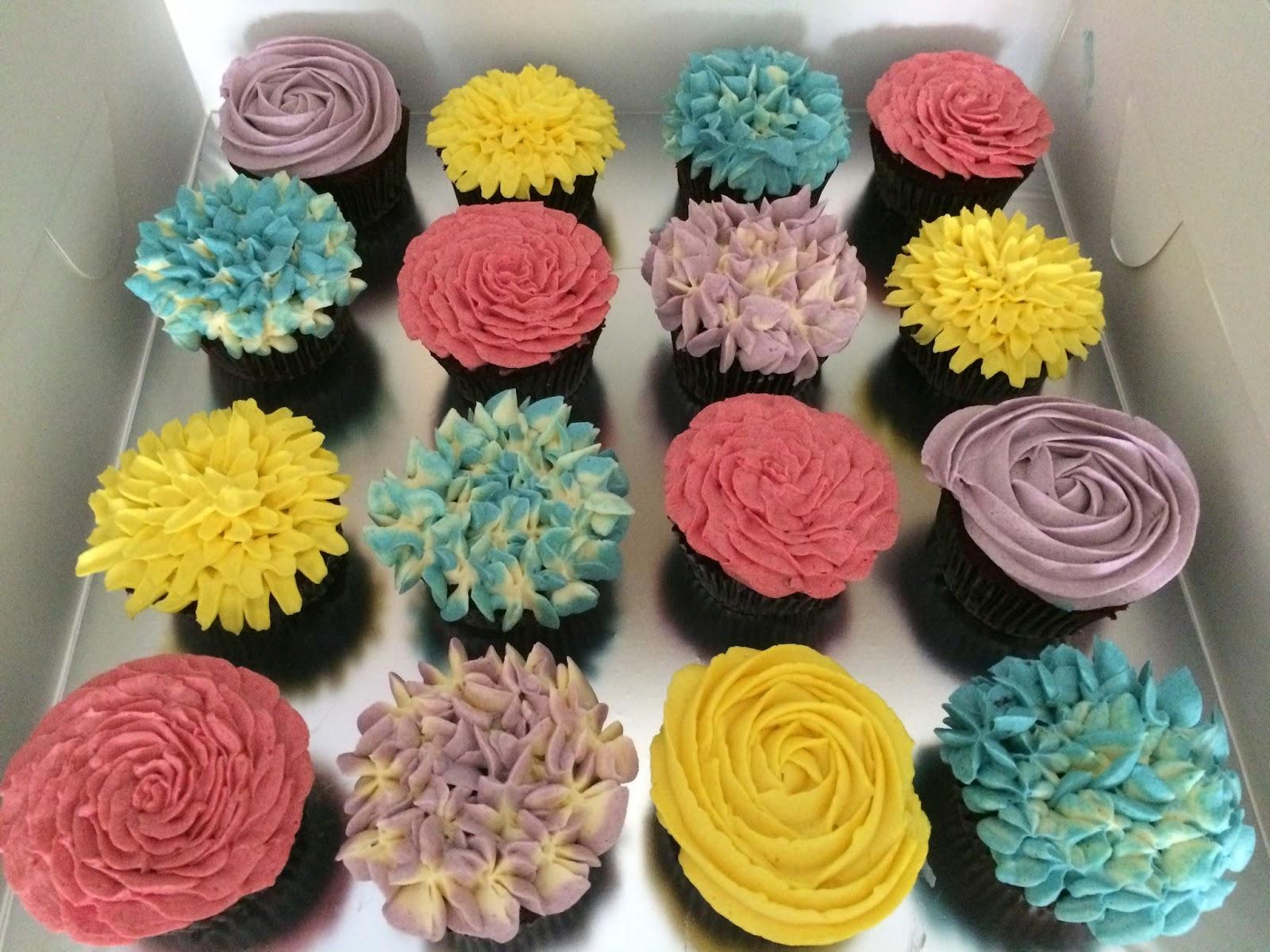 Red velvet cupcakes flower bouquet crissas cake corner flower cupcakes izmirmasajfo