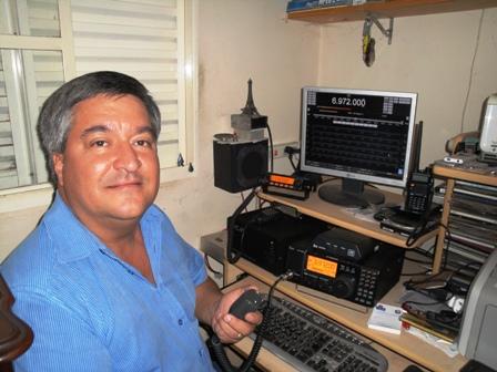 PU4JLB - JOSÉ LAÉRCIO em sua estação com o IC-718