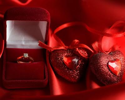 Corazones y anillos para comprometerse el 14 de febrero
