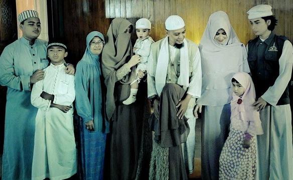 Image Result For Istri Pertama Ustadz Arifin Ilham