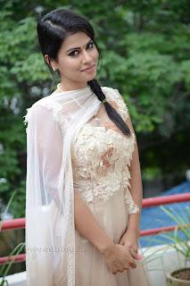 Sharmila Mandre pos at Kevvu keka SM 009.jpg