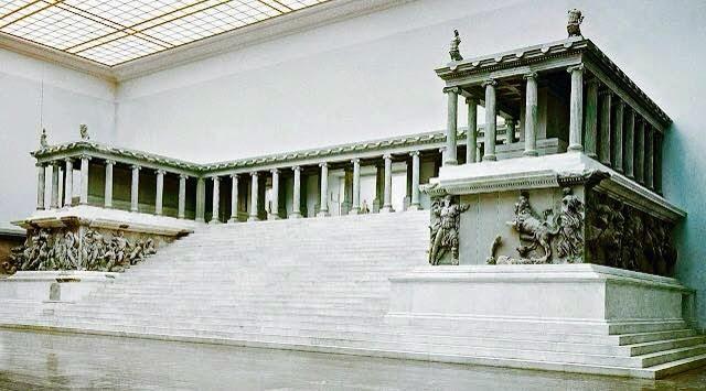 El altar de Pérgamo (Berlín, Alemania) - www.historiadelascivilizaciones.com