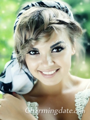 I am Karolin. I am a single girl from Russia and I want to find a foreign hsband