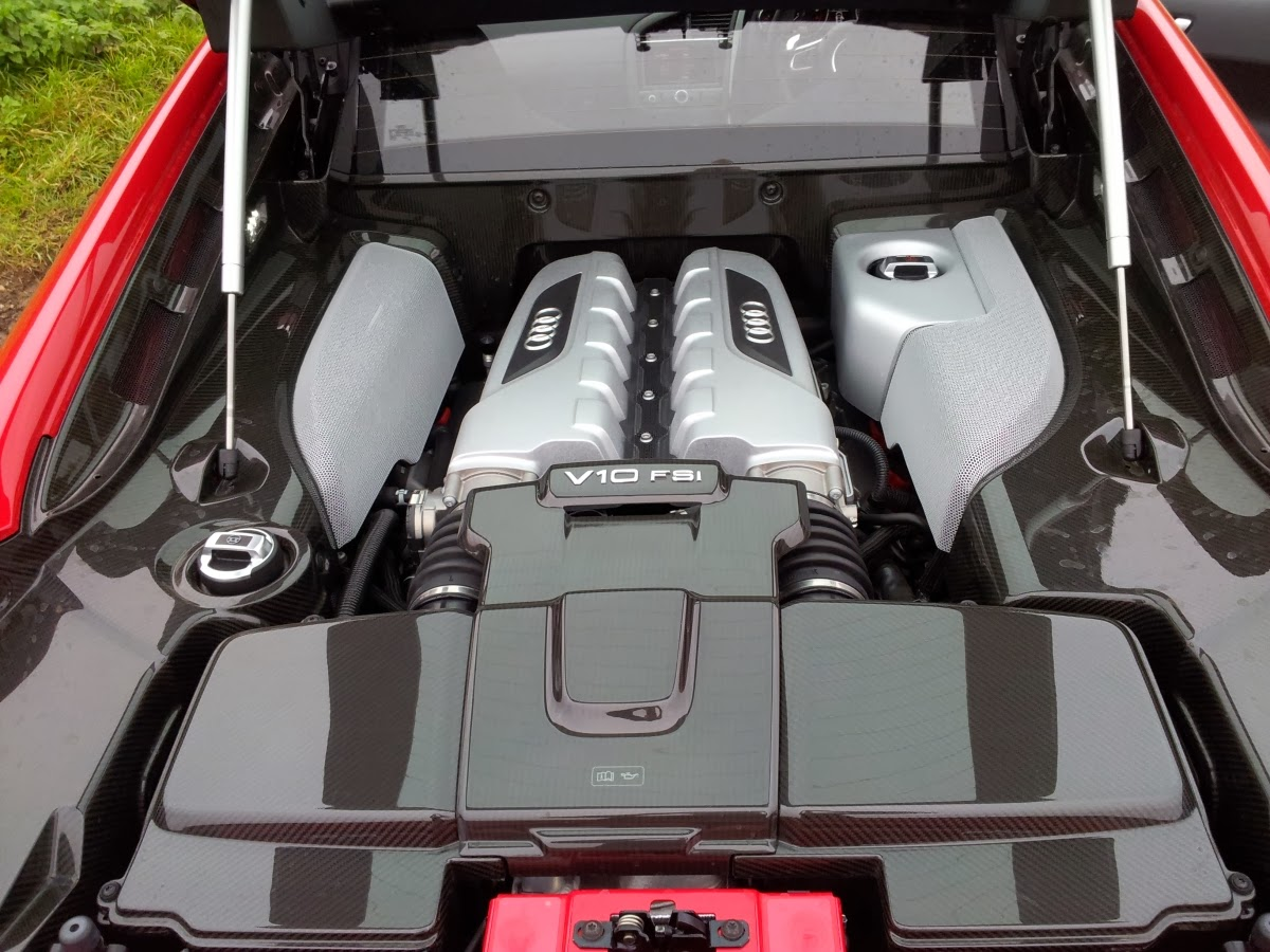 Audi R8 V10 Plus engine