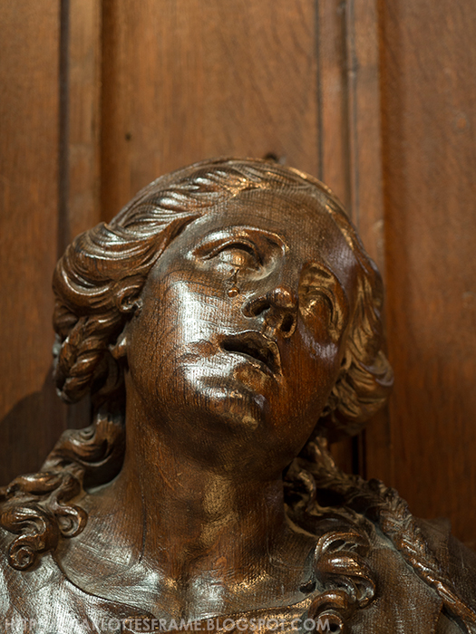 huilend standbeeld kathedraal antwerpen, crying woman statue cathedral of our lady