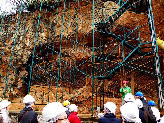 imagen_sierra_demanda_burgos_atapuerca_yacimiento_arqueologico_homo_antecesor_excavacion_grupo_visita