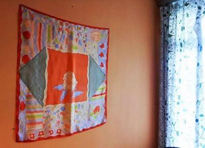 Tedd fel keret nélkül a falra a selyemkendőnket lakberendezési kiegészítőként