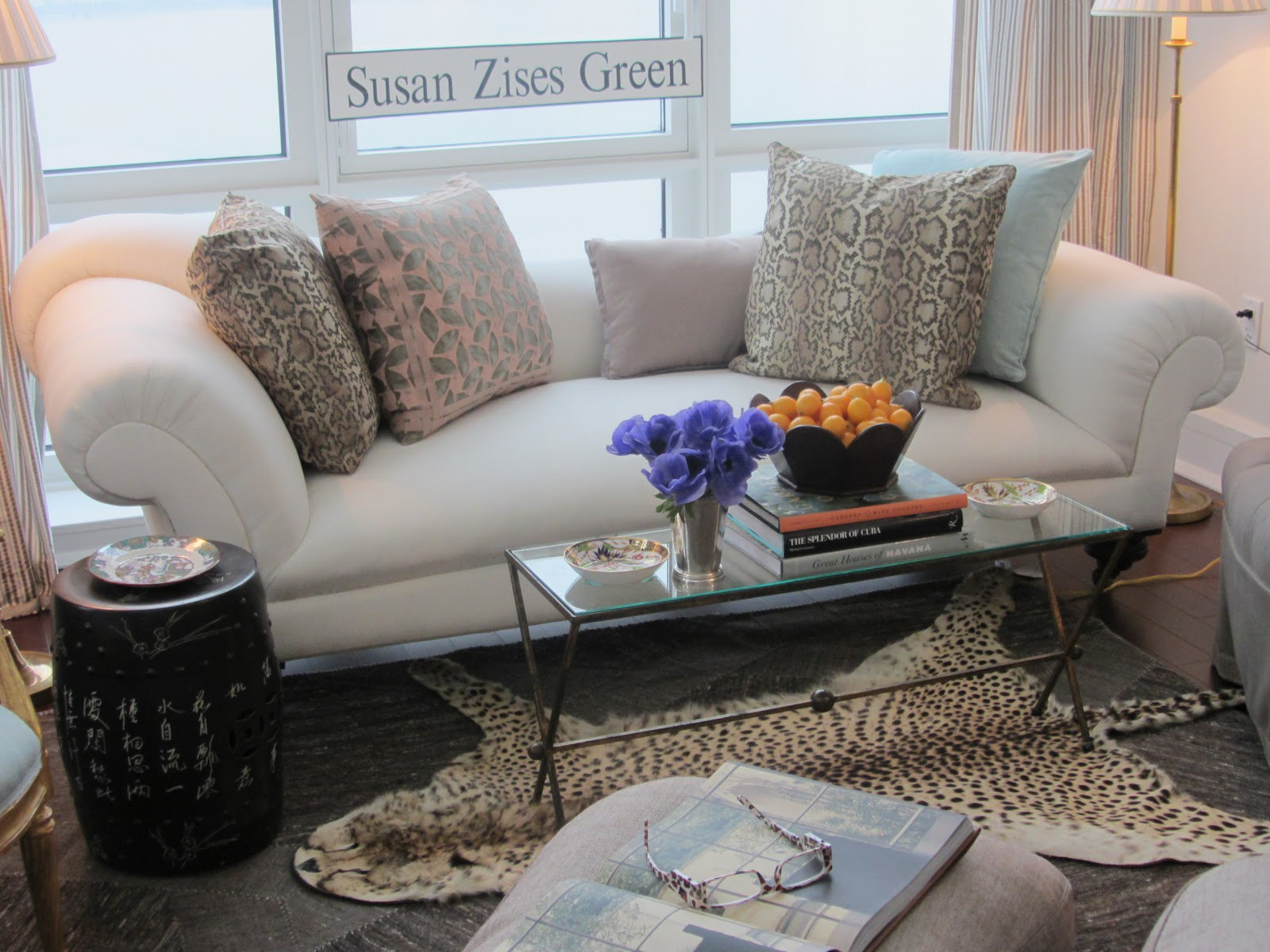 carrie s design musings kips bay show house 2012 part deux susan zises green had one of the largest spaces it was beautifully layered some of my favorite elements leopard jute hand blocked textiles
