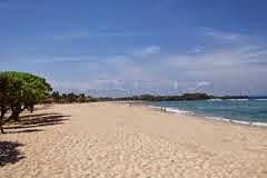 Pantai Nusa dua adalah Pantai berpasir putih dengan ombak yang tenang di Bali
