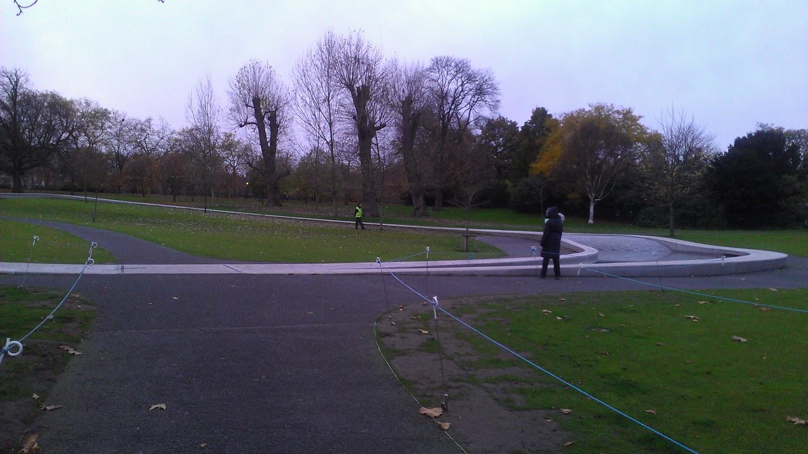http://2.bp.blogspot.com/-fSuljmEzhCk/UKj6ay-p2cI/AAAAAAAACWg/bV6RBm805Ws/s1600/Hyde+Park+Princess+Diana+Memorial+Fountain.jpg