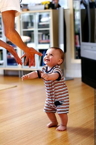 Почему ребенок постоянно прыгает