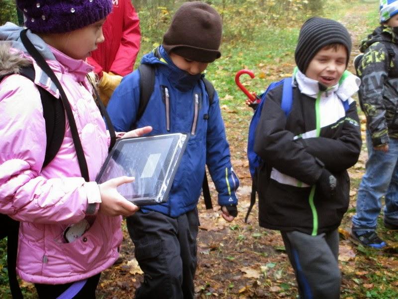 tahvelarvutiga metsas