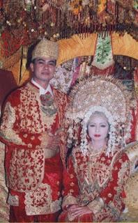 Busana Pakaian Adat Sumatera Barat