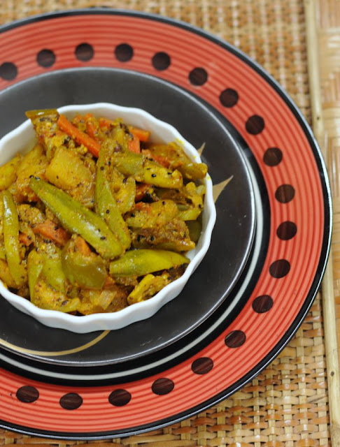 Patol Charchari (Mishmash of veggies with Pointed gourd)