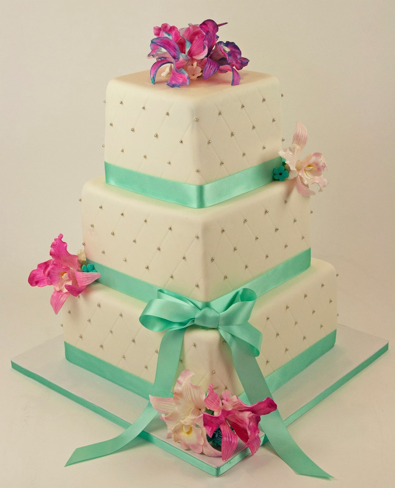 Sugarbird Sweets and Cakery This Summer s Wedding Cakes